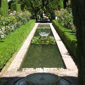 Alhambra Tour with Tickets and Expert Guide from Torremolinos, Fuengirola and Benalmadena
