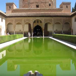 Visite Guidée de l`Alhambra avec Billets d`entrée et Guide; Entrées pour le Parc des Sciences