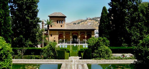 Le Generalife est un des jardins les plus ravissants de la ville foto